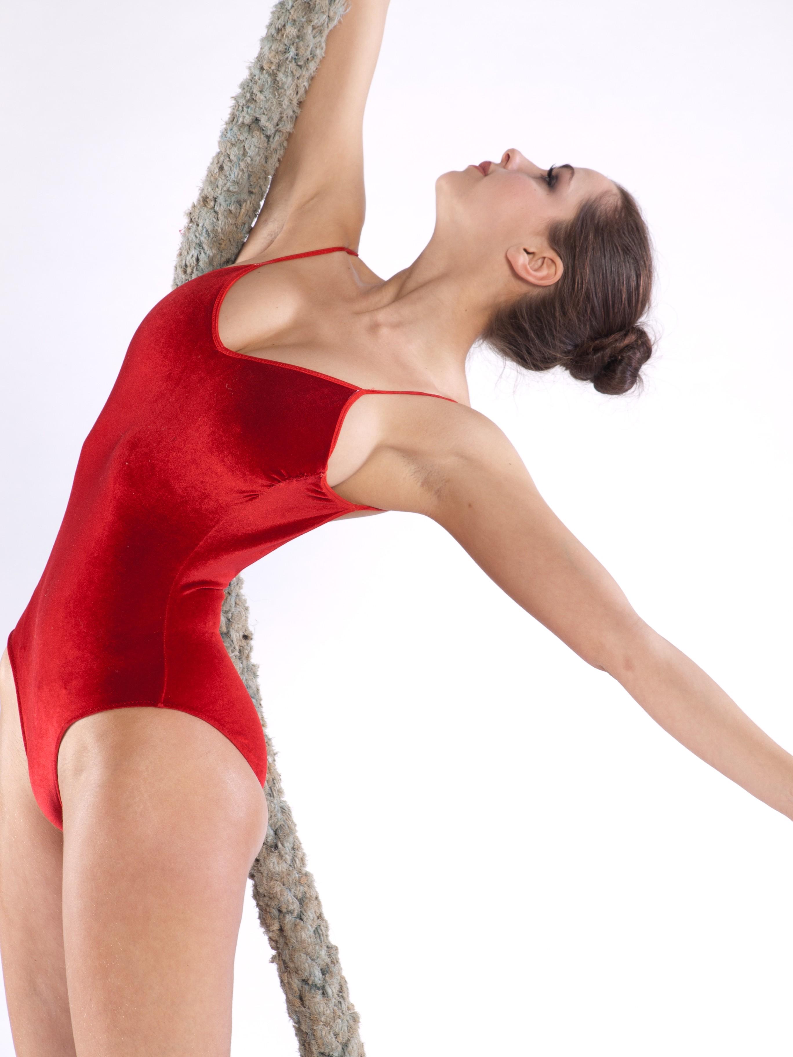 У гимнастки в трусики 9 фотография