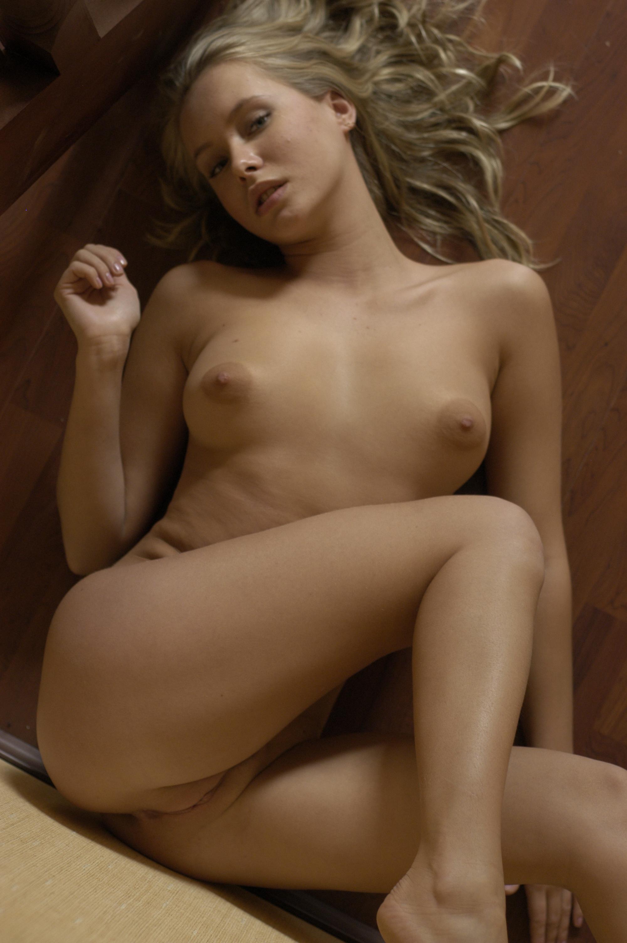 Симпотичные дивчонки голые 19 фотография