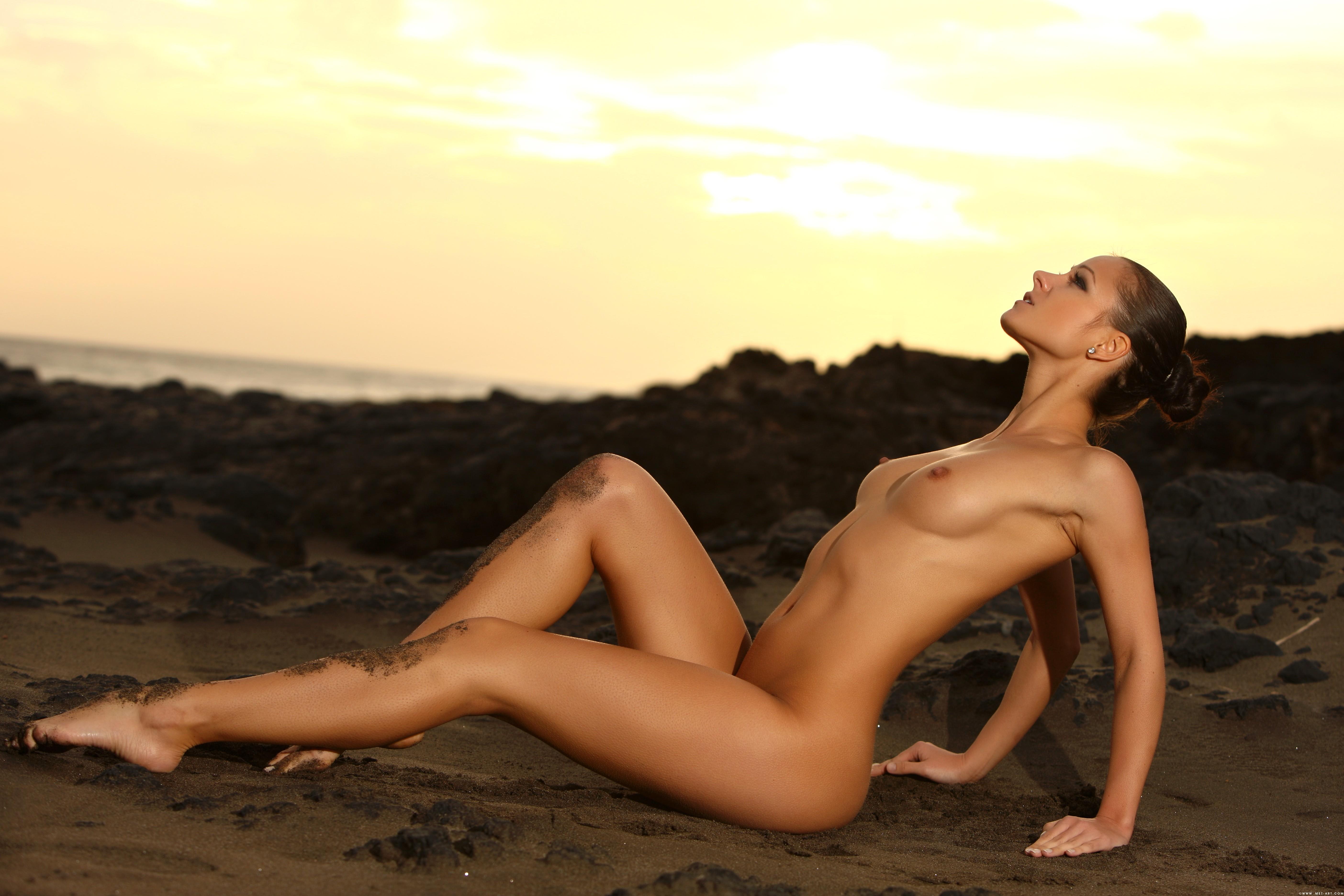 Абсолютно голые девушки 14 фотография
