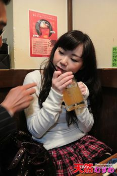 最新天然素人020613_01 小酒吧泡妞 帶回來的蘿莉塔女兒