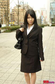 最新天然素人030514_01 求職活動中徵募套裝的女兒 北野麻美