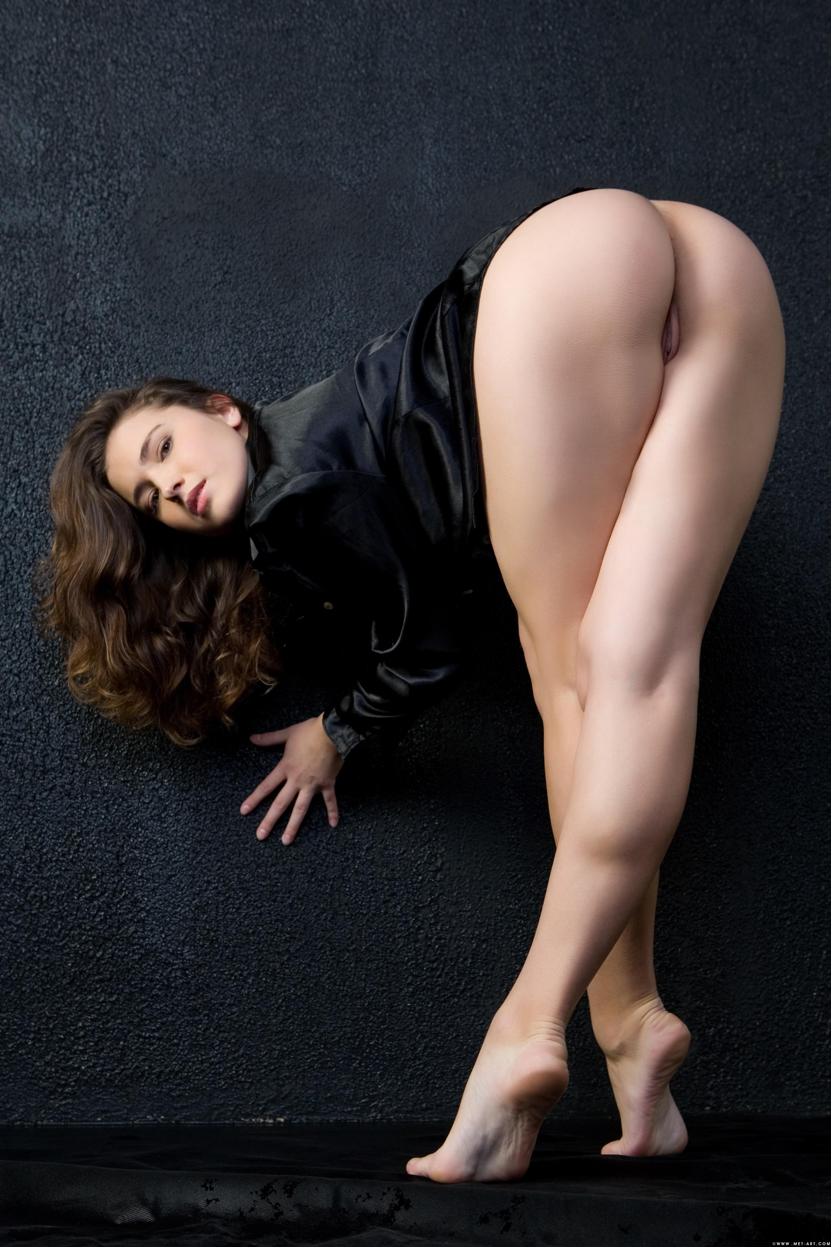 Более красивые ножки эро Миша явно