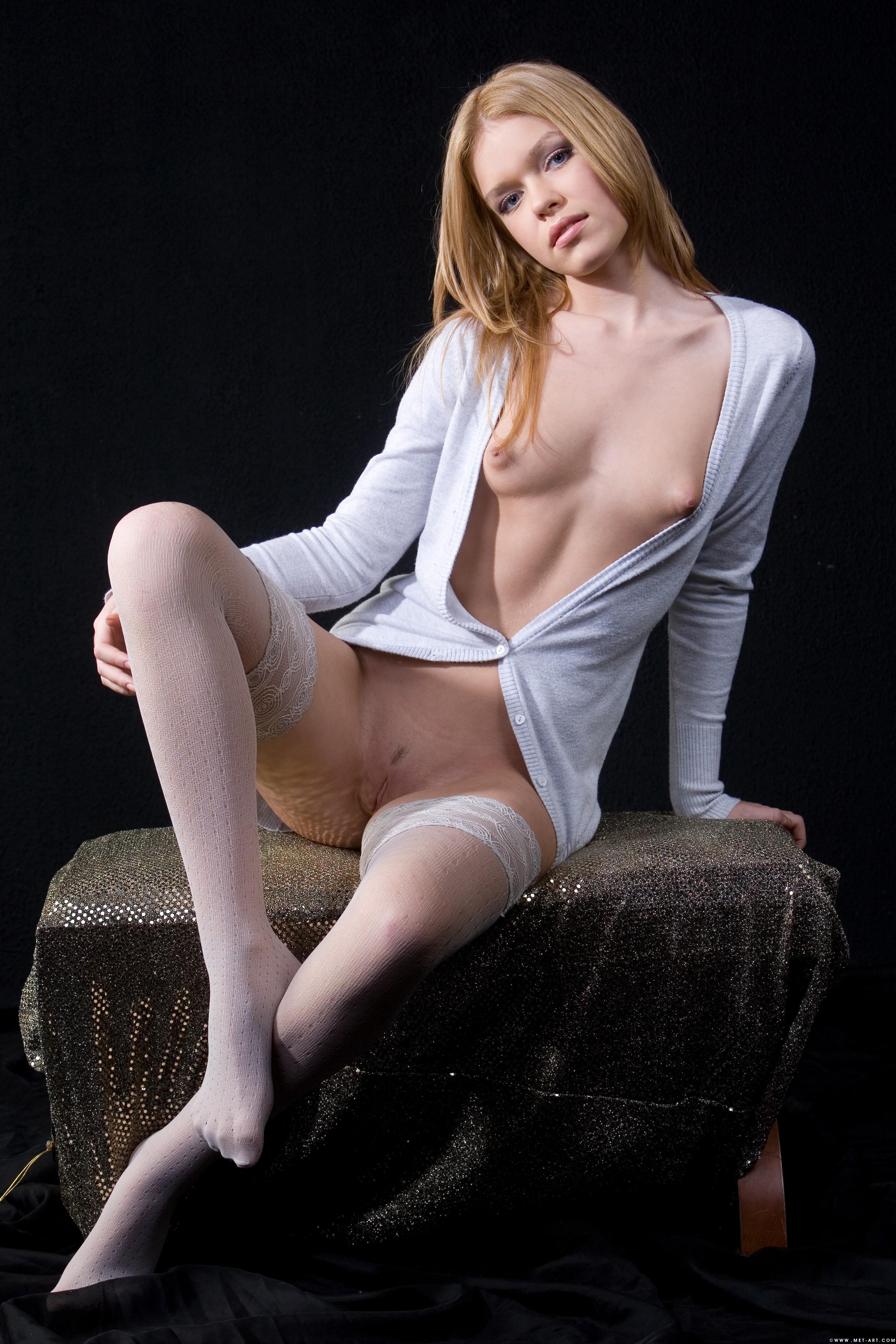 v-bluzke-bez-trusikov-foto-porno