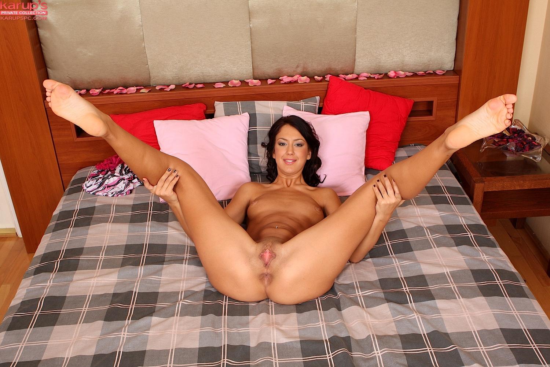 porno-devushka-razdvinula-nogi